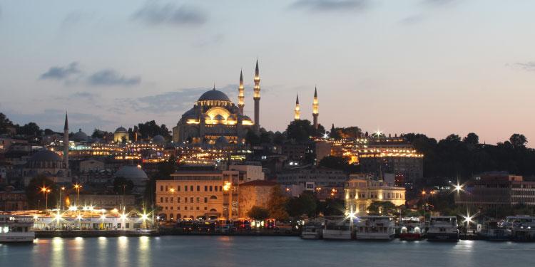 İstanbulda gezilecek dini yerler, manevi camiler ve türbeler, müzeler...
